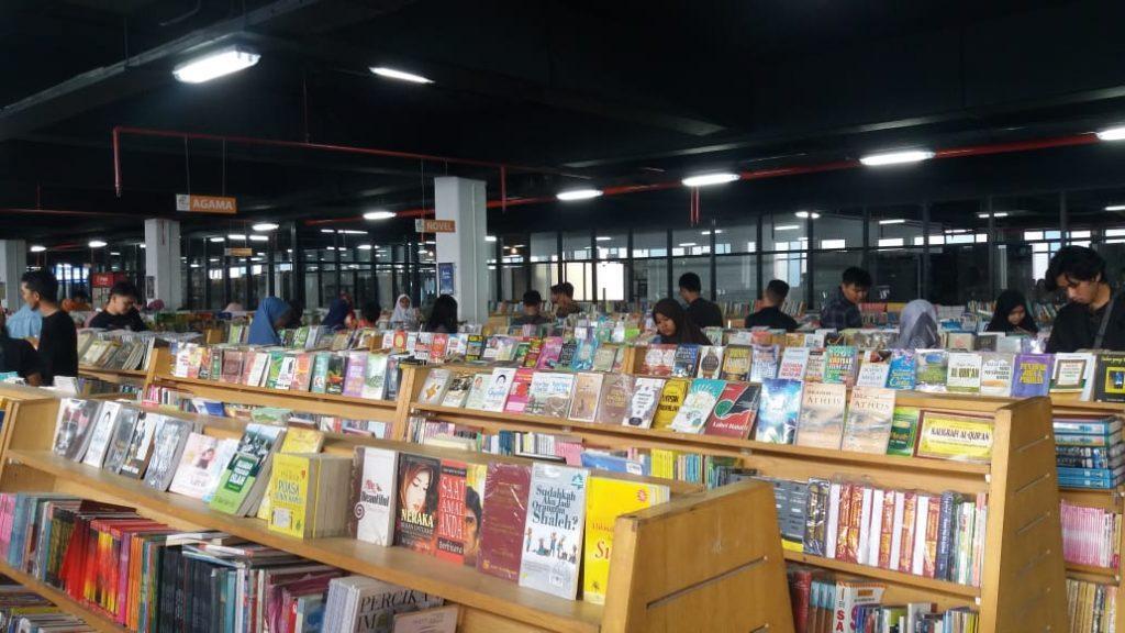 JAKBOOK Wisata Literasi Alternatif Warga Jakarta By Iwan Rasta
