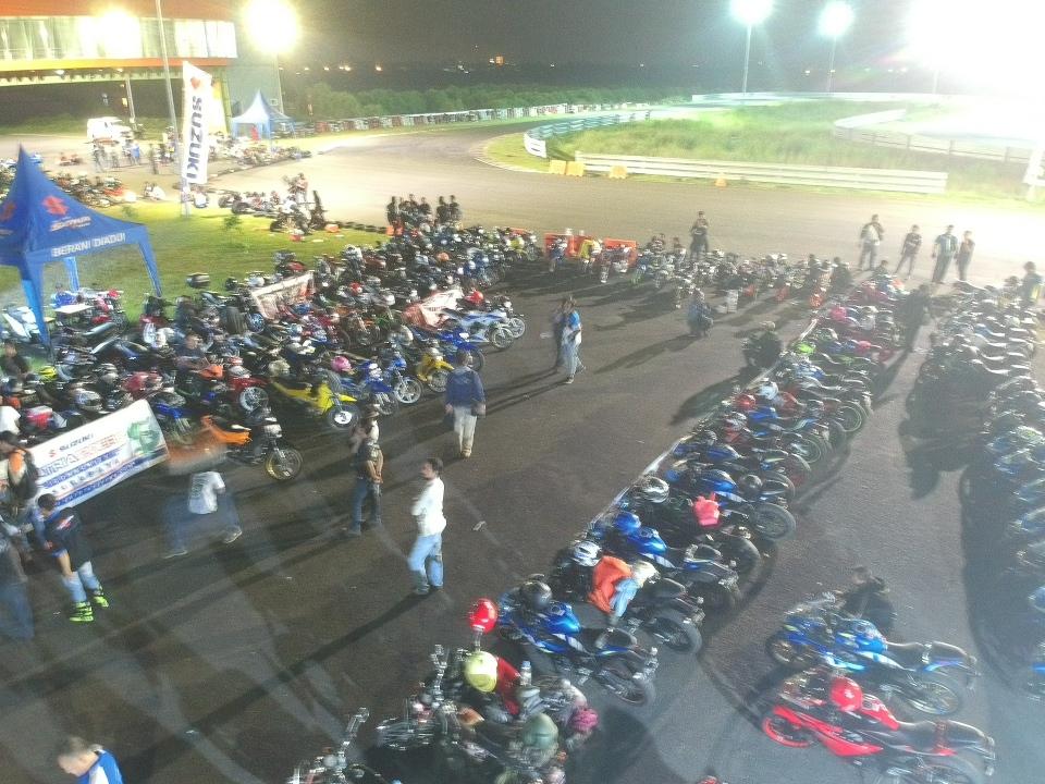 Suzuki Saturday Night Ride, Enggak Cuma Nongkrong-Nongkrong Pinggir Jalan, Tapi Ada Nilai Positifnya