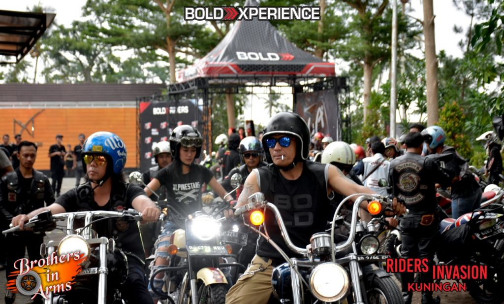 Brothers In Arms..  Riders Invasion..  Session Kuningan TOURING.. ROLLING CITY.. PARTY BIKERS DAN SILATURAHMI..  By Isfandiari MD ……