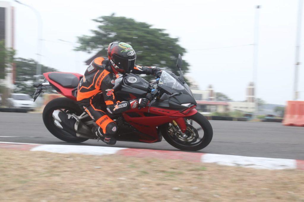 Demoday MPM Honda Jatim ciptakan sensasi Honda CBR250RR SP.