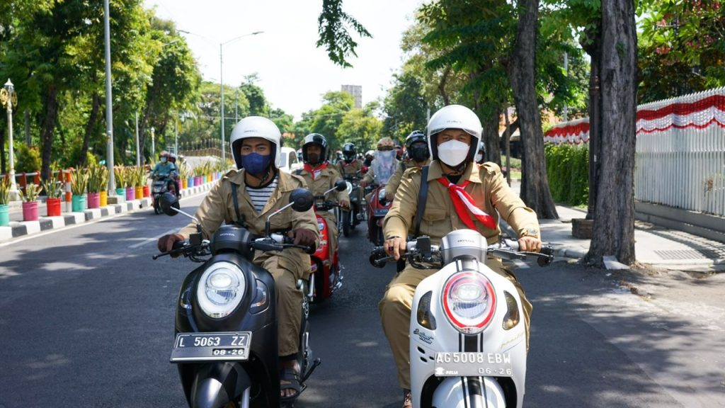 Scoopy Independence Day City Ride
